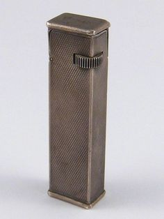 A sterling silver Dunhill tallboy cigarette lighter, Cartier licence, pat no 405122, hallmarked London 1939, approx. 6.5cm.
