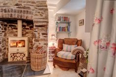 Sweetpea Cottage, Luxury cottage close to Crantock Beach Cornwall Cottage Shabby Chic, Country Cottage Interiors, Beach Cottage Decor, Cottage Style, Coastal Cottage, Country Cottage Bedroom, Cottage Lounge, Cottage Living Rooms, Small Living Rooms