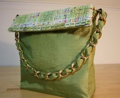 Green bag with silk and mother-of-pearl