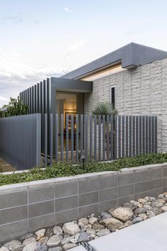 The Ridge Vista Residence by Architecture in Palm Springs, California is a luxury modern home with stunning views. Gate Design, House Design, Deck Design, Compound Wall Design, Vista House, Modern Fence Design, Balcony Railing Design, Design Exterior, Boundary Walls