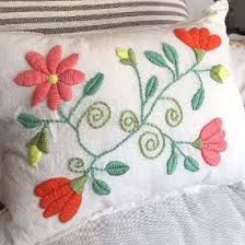 Resultado de imagen para patrones para bordado mexicano Mexican Embroidery, Hand Work Embroidery, Crewel Embroidery, Embroidery Patterns, Sewing Art, Sewing Crafts, Brazilian Embroidery, Patch, Handmade Pillows