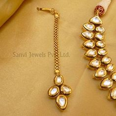 Find wide range of fashion jewellery, imitation, bridal, artificial, beaded and antique jewellery online. Buy imitation jewellery online from designers across India. Call us on [phone] now to resolve your queries. Gold Jewellery Design, Gold Jewelry, Jewelery, Pearl Necklace Designs, Necklace Set, Antique Jewellery Online, Antique Jewelry, Kundan Set, Imitation Jewelry