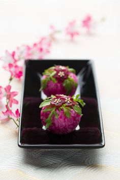 Japanese Sweets, wagashi (via Pin by LauraH on Wagashi 和菓子 Japanese Sweets, Japanese Food, Japanese Wagashi, Japanese Candy, Traditional Japanese, Temari Sushi, Cute Food, Yummy Food, Dessert Chef
