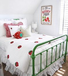 This room by @homebyheidi is BERRY cute! Want a BERRY cute room of your own?  Although these adorable strawberry accents are not ours, they show you exactly how versatile Beddy's are. All of our Beddy's can easily be used with any of your favorite items. Have a comforter or quilt you love but want to make the switch to a Beddy's? Throw it at the foot of the bed for added color and texture. Teen Room Decor, Kids Decor, Home Decor, Decor Ideas, Floral Bedroom Decor, Beddys Bedding, Zipper Bedding, Make Your Bed, Cozy Room