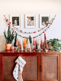 10 ideas para tu decoración navideña en 2020 / Me and the City Bohemian Christmas, Natural Christmas, Christmas Mood, Merry Little Christmas, Simple Christmas, Xmas, Whimsical Christmas, Modern Christmas, Christmas Trees