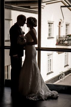 Check out my wedding photography https://www.behance.net/gallery/58201557/A-Copper-Tone-Wedding