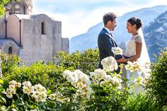 Official wedding shoot by Debbie Sanderson Wedding Photography| Bride and groom in the garden at the Ravello, Italy | Wedding moments you have to capture | Leanne and Chris's Real Italian Wedding | #wedding, #destination #Italy | Confetti.co.uk