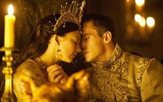 Natalie Dormer as Anne Boleyn and Jonathan Rhys-Meyers as King Henry VIII in the BBC's The Tudors Jonathan Rhys Meyers, The Tudors Tv Show, Dinastia Tudor, Los Tudor, Natalie Dormer Anne Boleyn, Henri Viii, Tudor Series, Tv Series, People