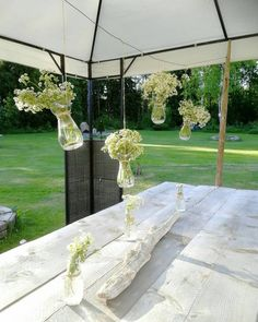Party decos at Wooden Tables, Graduation, Sidewalk, Diy Projects, Instagram, Party, Nature, Flowers, Wood Tables