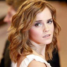 Emma Watson, pretty waves. Honestly one of my favorite looks of hers!
