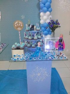 Cupcakes Frozen com toppers