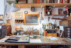 Illustrator Oliver Jeffers' New York apartment is a canvas for his quirky art and singular worldview, Emma Brockes discovers. Home Art Studios, Artist Studios, Craft Studios, Home Studio Desk, Studio Spaces, Artist Home Studio, Art Spaces, My Art Studio, Studio Design