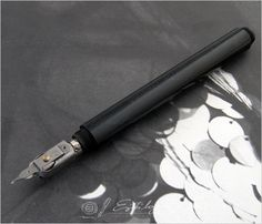 Pelikan Graphos (and Rotring) - spectacular - Pelikan - The Fountain Pen Network Architecture Supplies, Art And Architecture, Calligraphy Tools, Calligraphy Letters, Drafting Tools, Handwriting Styles, Pen Design, Pen Nib, Typography