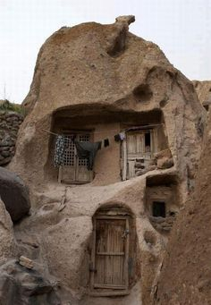 ♥♥ 700 year old Iranian Houses: These are some incredible underground houses carved from natural rock formations in Kandovan, Iran.