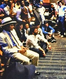 Behind the scenes for Smooth Criminal video Michael Jackson Video Songs, Michael Jackson Story, Michael Jackson Fotos, Mike Jackson, Jackson Family, Michael Jackson Smooth Criminal, Liam Neeson, Mj Bad, King Of Music