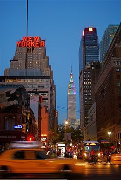 T he New Yorker Hotel is one of the most famous hotels in New York. New York Life, Nyc Life, City Aesthetic, Travel Aesthetic, Aesthetic Vintage, Images Murales, Ville New York, City Vibe, Dream City