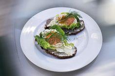 Vår/sommar  https://flic.kr/p/7b7RKd | Summer Lunch | Few things are tastier than a coarse dark rye bread with lettuce, lightly boiled eggs, dill, caviar and a good quality mayo.