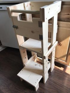 Montessori Tower for toddlers/ 3 Different levels with optional Safety Door Toddler Kitchen Stool, Kids Stool, Kitchen Stools, Tool Shed Organizing, Small Kitchen Organization, Montessori, Learning Tower, Kitchen Helper, Diy Furniture Plans