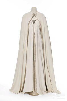 ephemeral-elegance: Silk and Lamé Evening Gown and Cape, 1937 Madeleine Vionnet via Europeana Fashion (via techwitchprincex) 1930s Fashion, Vintage Fashion, Edwardian Fashion, Fashion Goth, Pretty Dresses, Beautiful Dresses, Vintage Dresses, Vintage Outfits, Madeleine Vionnet