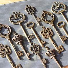18 Vintage style Skeleton Key Collection antiqued bronze Alice in Wonderland