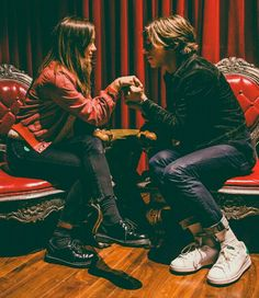 Matt shultz and his beautiful wife. This picture actually made me cry no joke. I just think they are so cute together and they look so happy and he is so cute and cage the elephant is just awesome...