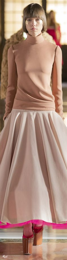 Spring 2021 Haute Couture Valentino Simplicity Fashion, Valentino, Office Outfits, Pink Fashion, Designer Collection, Evening Gowns, Editorial Fashion, Catwalk, Beautiful Dresses