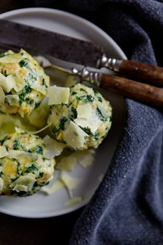 Spinach dumplings with melted butter and Parmesan kuechenchaotin.de Source by wunderbar I Love Food, Good Food, Yummy Food, Fabulous Foods, Dumplings, Pasta Recipes, Spinach, Main Dishes, Vegetarian Recipes