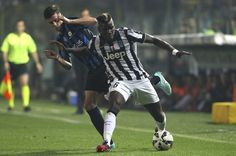 Paul Pogba (R) of Juventus FC competes for the ball with Daniele Baselli (L) of Atalanta BC during the Serie A match between Atalanta BC v Juventus FC at Stadio Atleti Azzurri d'Italia on September 27, 2014 in Bergamo, Italy.