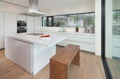 wohnideen k che modern wei holz kochinsel dachbalken. Black Bedroom Furniture Sets. Home Design Ideas