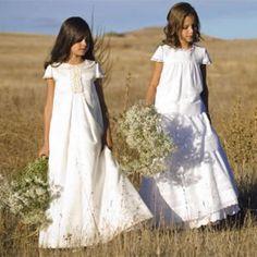 TERESA PALAZUELO lanza su primera línea de vestidos de Primera Comunión, siguiendo con la línea habitual de su taller y haciendo hincapié en el estilo romántico