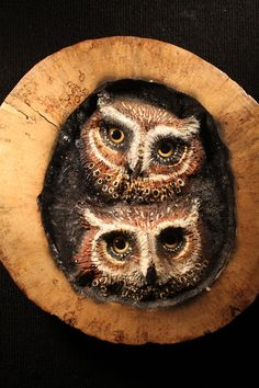 OWLS Carving I had to look twice, before i saw it wheren't real life owls. Owl Bird, Bird Art, Wood Sculpture, Sculptures, Tree Carving, Wood Creations, Wooden Art, Tree Art, Hand Carved