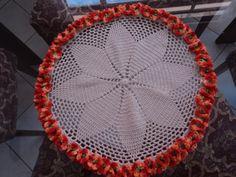 Toalha de mesa redonda feita em croche, apropriada para mesa de jantar ou em tamanho maior pode ser usada como tapete. ...