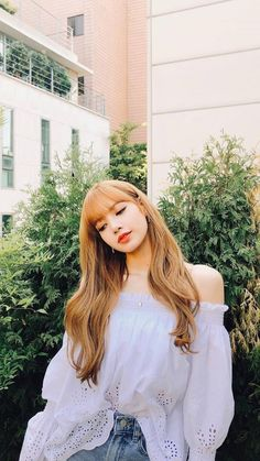 There are four members in K-Pop band, Blackpink. Blackpink Lisa, Jennie Blackpink, K Pop, Lisa Blackpink Wallpaper, Kim Jisoo, Blackpink Photos, Blackpink Fashion, Korean Fashion, How To Pose