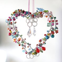 Bright Bead Vintage Heart Decoration -use wire and re cycled beads Wire Crafts, Jewelry Crafts, Shabby Chic Hearts, Heart Crafts, Heart Decorations, Vintage Heart, Beaded Ornaments, Wire Art, Beads And Wire