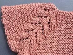puntomoderno- vestido-Lucía Baby Knitting Patterns, Knitting Stitches, Knitting Designs, Diy Crafts Knitting, Diy Crafts Crochet, Crochet Socks Tutorial, Intarsia Knitting, Baby Girl Tops, Baby Girl Crochet