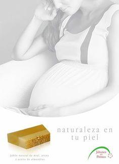 Foto: Jabón natural de miel, avena y aceite de almendras  Elaborado artesanalmente en #Benabarre  #Huesca Comarca de la #Ribagorza  La miel es un ingrediente con reconocidas virtudes para el cuidado cosmético de nuestra piel.  El poderoso poder hidratante de la miel proviene de un 10% de agua floral natural. Las leches para el cuerpo y el rostro a base de miel protegen a la piel de la deshidratación.  La miel posee gran efecto nutritivo porque está compuesta de varios minerales y vitaminas…