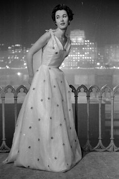 Dior 1953 #fashion #fashionphotography #vintagefashion
