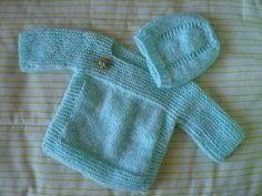 Gosto muito de fazer casaquinhos para bebês. Já fiz vários modelinhos, mas este é bem fácil e rápido.Fui adaptando outras receitas conhecid... Easy Baby Knitting Patterns, Knitting For Kids, Sewing Baby Clothes, Crochet Baby Clothes, Baby Cardigan, Crochet Slippers, Knit Crochet, Baby Sweaters, Kids Fashion