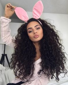 4 Easy Hairstyles for Naturally Curly Hair Curly Hair Tips, Long Curly Hair, Hair Dos, Curly Hair Styles, Natural Hair Styles, Natural Afro Hairstyles, Down Hairstyles, Pretty Hairstyles, Easy Hairstyles