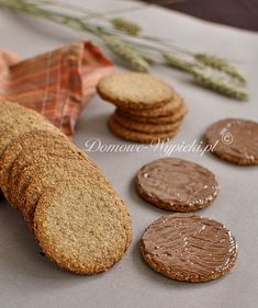 Digestive Biscuits - Vollkornkekse - Digestive Biscuits – Vollkornkekse You are in the right place about donut first birthday party He - Donut Recipes, Baby Food Recipes, Cookie Recipes, Cookies Et Biscuits, Apple And Berry Crumble, Berry Crisp Recipe, Whole Wheat Cookies, Thumbprint Cookies Recipe, Salads