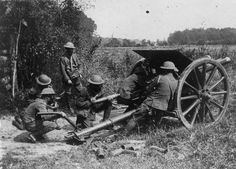 British 18 pounder field gun in action near St. World War One, First World, Ww1 Photos, Joining The Army, Killed In Action, German Army, Us History, British Army, Military History