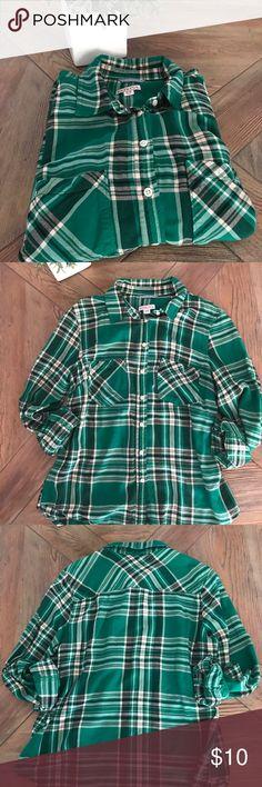 ✨Green Flannel Print Shirt✨ Soft green/black flannel print button down Merona shirt. Merona Tops Button Down Shirts