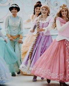 Disney Princess Facts, Disneyland Princess, Disney Fun Facts, Vintage Disneyland, Disney Day, Disney Love, Disneyland Face Characters, Disney Characters, Rapunzel Outfit