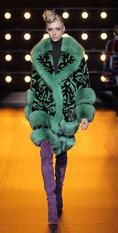 модные итальянские шубы Braschi в Милане зима 2018 2019 Fur Fashion, Womens Fashion, Fabulous Furs, Fur Clothing, African Inspired Fashion, Couture Collection, Colorful Fashion, Fur Coat, Sweaters For Women