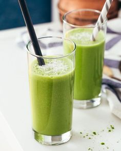 Make your own ice or hot blended matcha beverages and smoothies. Sweet Matcha Green Tea contains high quality matcha mixed w/ sugar in a compact bag for restaur Matcha Smoothie, Tea Smoothies, Yummy Smoothies, Yummy Drinks, Healthy Drinks, Smoothie Drinks, Healthy Foods, Paleo Recipes, Real Food Recipes