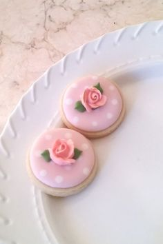 Items similar to 50 Pcs. Round or Heart Cookie Favor-White Wedding Favors, Bridal Showers, Bridemaids Gifts, Baby Showers on Etsy Mini Cookies, Fancy Cookies, Flower Cookies, Heart Cookies, Valentine Cookies, Iced Cookies, Easter Cookies, Royal Icing Cookies, Birthday Cookies
