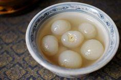 Chè vải hạt sen - lychee w lotus seeds sweet soup for hot days :)  Recipe at www.vietnamesefood.com.vn/vietnamese-recipes/vietnamese-dessert-recipes/lotus-seed-sweet-soup-with-lychee-che-vai-hat-sen.html