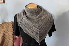 Ravelry: daria121's Bark (Kal) Pattern: Bark, Sue Lazenby http://www.ravelry.com/patterns/library/bark-5 easy knit textured shawl in 2 sizes with stripe option