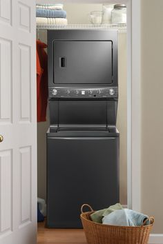 Shop Sears Outlet for energy efficient, high-capacity washers and dryers to tackle lots of laundry in less time.