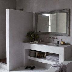En la decoración de baños modernos podemos comprobar como el almacenaje moderno está cada vez más de moda. Esta tendencia, que es sobretodo bienvenida en los baños pequeños, ayuda a conseguir ambientes más amplios, llenos de una limpieza visual y un minimalismo típicos en la época contemporánea en la que vivimos. Si estás buscando ideas …